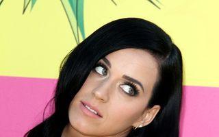 Katy Perry, obsedată de vitamine: Cântăreaţa se îndoapă cu pastile!