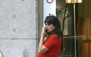 Lady in red: Penelope Cruz, pregătită să devină din nou mamă