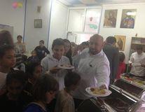 Cătălin Scărlătescu le-a gătit copiilor orfani de ziua lor
