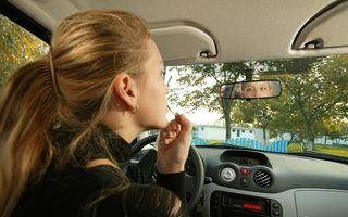 Aproape jumătate dintre femei se machiază la volan. Câte accidente sunt provocate din această cauză