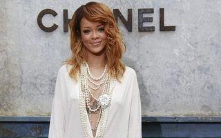 Rihanna surprinde din nou: Vedeta a uimit Parisul cu o rochie sexy și riscantă