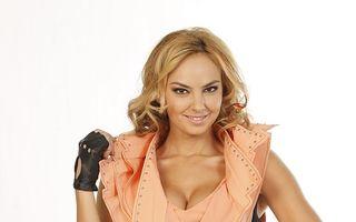 """Roxana Ionescu: """"Când am intrat în televiziune, doream să-mi arăt sânii"""""""