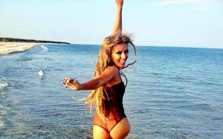 România mondenă: 5 mame sexy care fac furori pe plajă anul acesta. Cine arată mai bine?