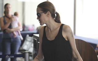 Angelina Jolie, cu decolteu adânc după operaţia de mastectomie