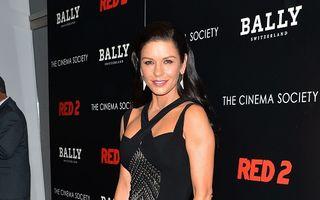 Bolnavă, dar tot frumoasă: Catherine Zeta-Jones, seducătoare la 43 de ani