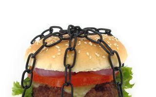 Slăbit rapid: Top 7 cele mai grave greşeli pe care le poţi face când ţii dietă