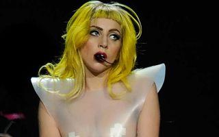 Lady Gaga, goală, într-un clip bizar