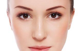 Ciocolata neagră: 5 efecte spectaculoase asupra înfrumuseţării tenului