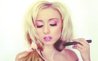 Cum să te machiezi ca o păpuşă Barbie. Transformare totală!