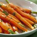 Morcovi cu unt şi cimbru proaspăt