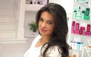 Mirela Stelea își întreține părul cu keratină braziliană