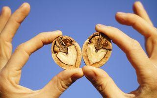 Nucile: 8 beneficii majore. Cum te ajută să fii sănătoasă!