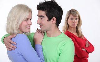 Relaţii: Ce nu trebuie să faci dacă fostul iubit s-a cuplat cu alta