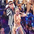 Hollywood: Miley Cyrus, schimbările din viaţa ei după show-ul controversat