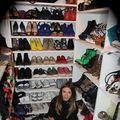 Adela Popescu își arată colecția de pantofi