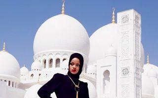 Rihanna i-a enervat pe musulmani după ce a pozat în fața unei moschei