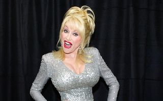 Dolly Parton, implicată într-un accident de maşină