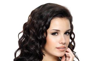 Frumuseţe: 4 metode inedite să-ţi ondulezi părul fără căldură şi fără să te chinui