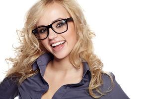 5 trucuri de înfrumuseţare pentru femeile care poartă ochelari