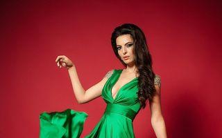 Află povestea dantelei Chantilly. Descoperă noile modele de rochii seducătoare!