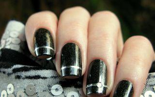 Manichiura cu bandă: Cum să-ţi faci singură modele pe unghii