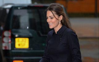 Ducesa de Cambridge, cu fusta sus