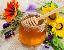 Sănătatea ta: 5 mituri false despre mierea de albine. Care este cea adevărată?