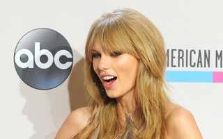 Taylor Swift, premiată la American Music Awards 2013