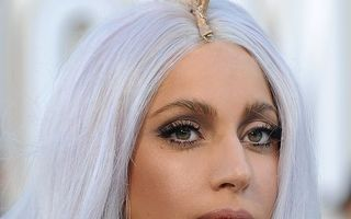 Lady Gaga, noua imagine Versace