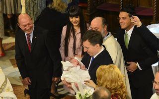 Elena Băsescu și-a botezat fetița. Imagini cu micuța Sofia Anais!