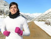 6 metode ca să-ţi protejezi tenul de frig dacă faci sport în aer liber