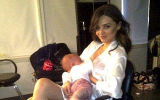 Gisele Bundchen şi Miranda Kerr, două supermodele în ipostaze pe care nu le-ai mai văzut