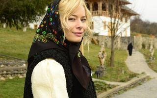 Laura Cosoi, îndrăgostită de Maramureș: S-a pozat în costum de moroșancă!