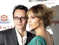 Jennifer Lopez şi Marc Anthony, daţi în judecată