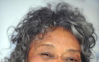 A murit Juanita Moore
