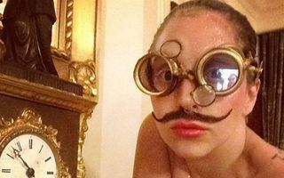 """Hollywood: 10 """"selfies"""" ciudate cu vedete dezbrăcate. Cine sunt narcisistele?"""