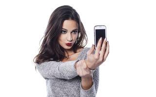 Frumuseţea ta: Cum să-ţi faci un selfie perfect. 5 reguli simple