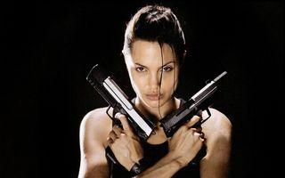 Hollywood: 7 vedete care au arme şi ştiu să le folosească