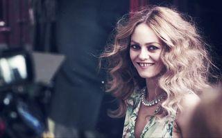 Vanessa Paradis l-a felicitat pe Johnny Depp pentru logodnă