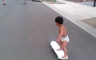 VIDEO: Cu pampersul pe skateboard