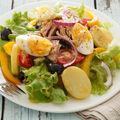 5 soluţii ca să-ţi faci salatele mai sănătoase şi săţioase