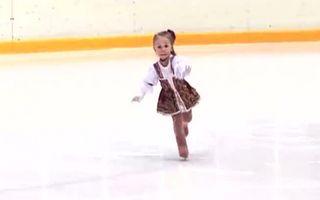 VIDEO: Patinează cu talent, la doi ani și jumătate!