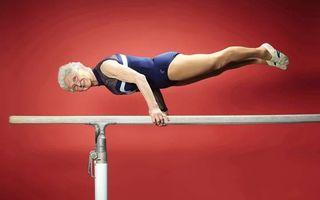 VIDEO: Bunicuța de 88 de ani, cea mai tare gimnastă!