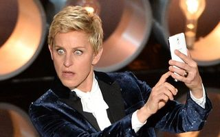 "OSCAR 2014: Un ""selfie"" realizat de Ellen DeGeneres a blocat Twitter-ul"