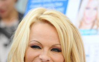 Pamela Anderson a pozat nud, la 46 de ani