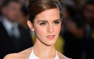Emma Watson a devenit instructor de yoga