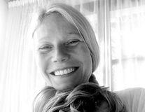 Încă se crede măritată: Gwyneth Paltrow renunță la machiaj, dar poartă verigheta