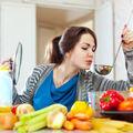 12 trucuri simple care-ţi uşurează foarte mult munca în bucătărie