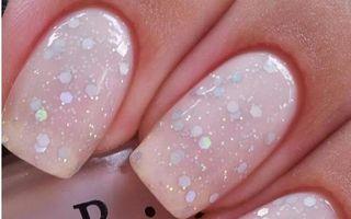 Ce culori alegem pentru unghii in vara lui 2014?