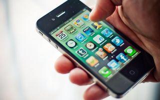 Un roman din zece detine un smartphone